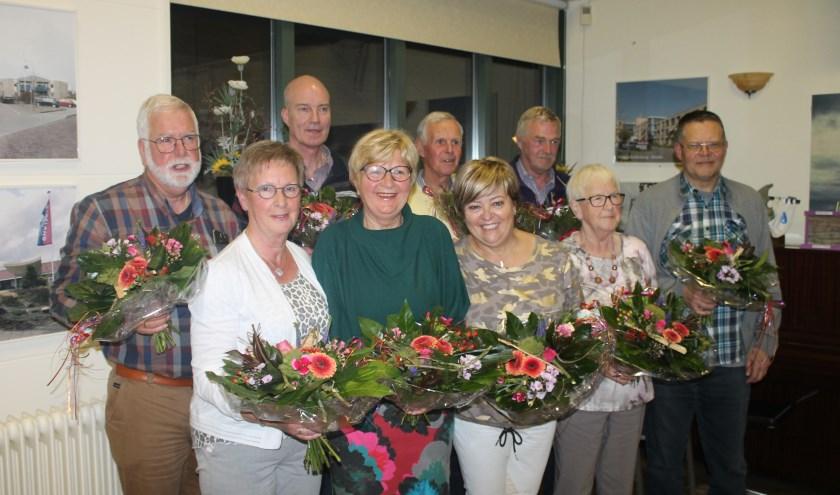 De jubilarissen van links naar rechts: Bert Evers, Jan Schreurs, Bert de Jong, Anco Poelstra, Henny Phielix, Henriette Engbers, Greetje Nekkers, Gerrie Slotman en Koos van Egmond. Foto: Stefen Jansen.