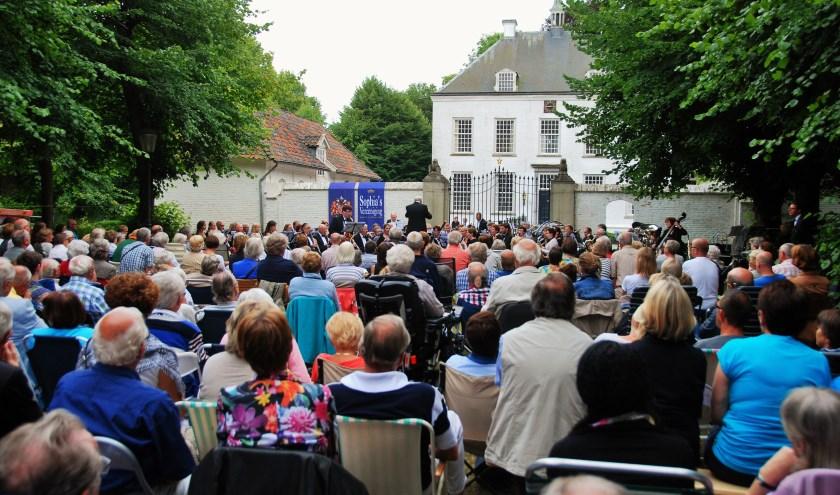 Het jaarlijkse Klapstoelenconcert van Koninklijke Sophia's Vereeniging is dit jaar onderdeel van de Kasteelfeesten.