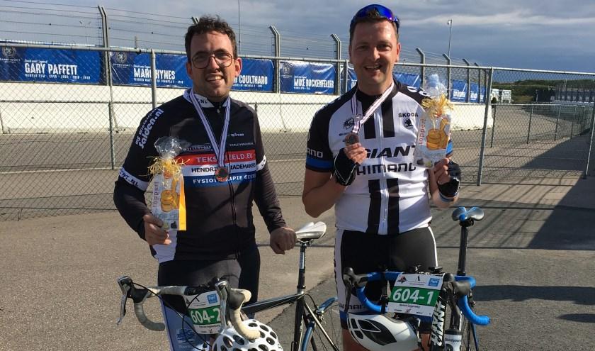 Edenaren fietsen 6-uurs race voor Fight Cancer op circuit Zandvoort.