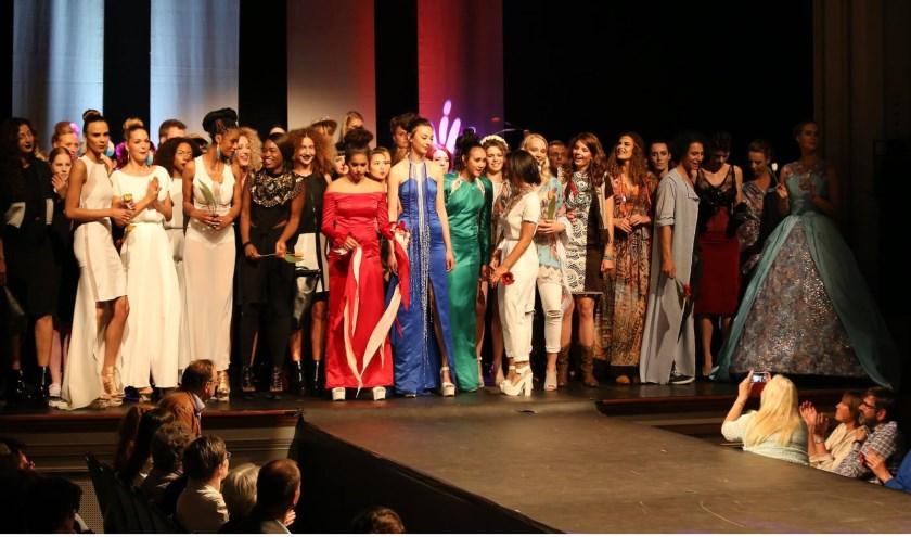 De jaarlijkse eindmodeshow van de opleiding Mode en Textiel 'de Maere' van ROC van Twente in Enschede bestaat uit werk van de tweede- en derdejaars studenten van niveau 2, 3 en 4. Op 25 juni is iedereen weer welkom om de show te komen bekijken.