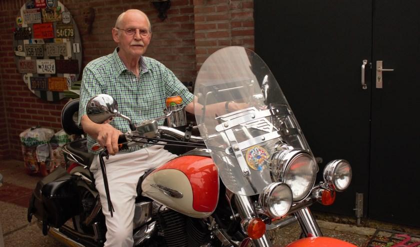"""Al vanaf het begin rijdt Martin Lexmond mee met de Vughtse motortoertocht voor gehandicapten. """"Ik houd van motorrijden en nu kan ik een ander ook mee laten genieten van het gevoel van vrijheid."""""""
