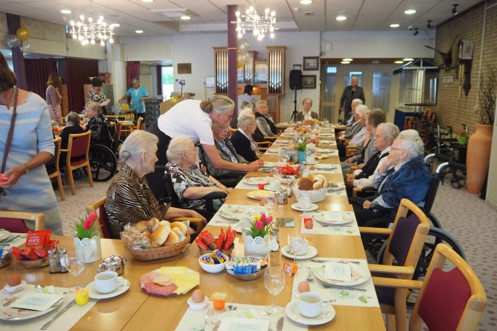 Ontbijt met de bewoners. Foto: Cedrah © Persgroep