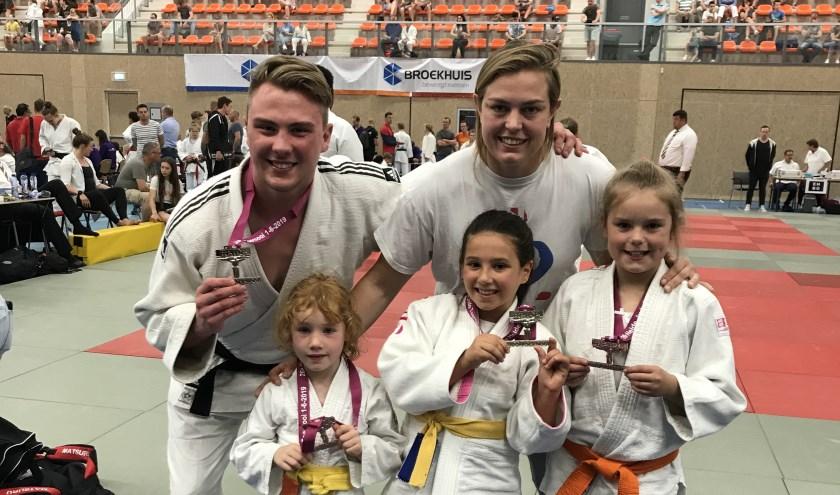 Coach Martine met medaille winnaars.