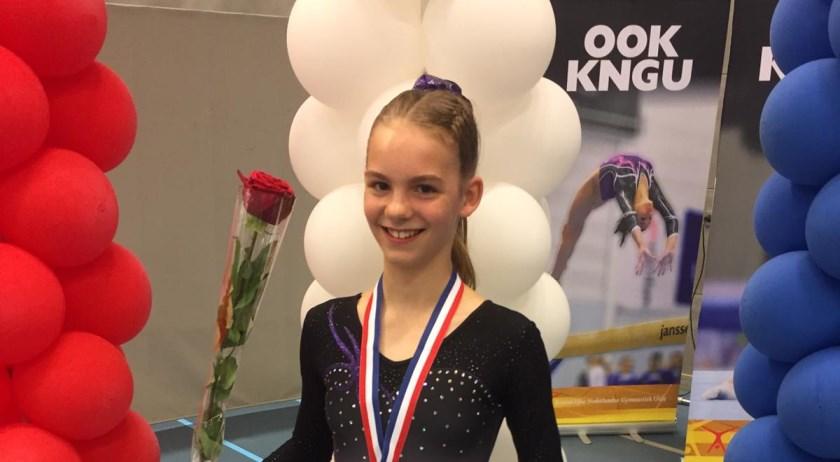 Amy Quakkelaar is Nederlands Kampioen bij de jeugd eerste divisie op het onderdeel sprong.