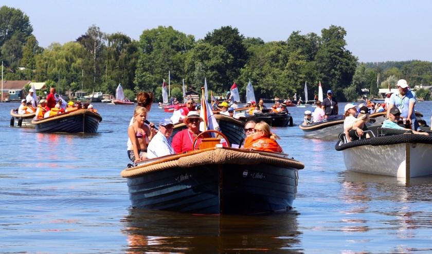 Aan de tiende Sloepentocht deden maar liefst 18 boten mee. Foto: PR