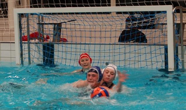 VZ&PC dames 1 in actie tegen ZPC Losser. Foto: Rik van Rijkom