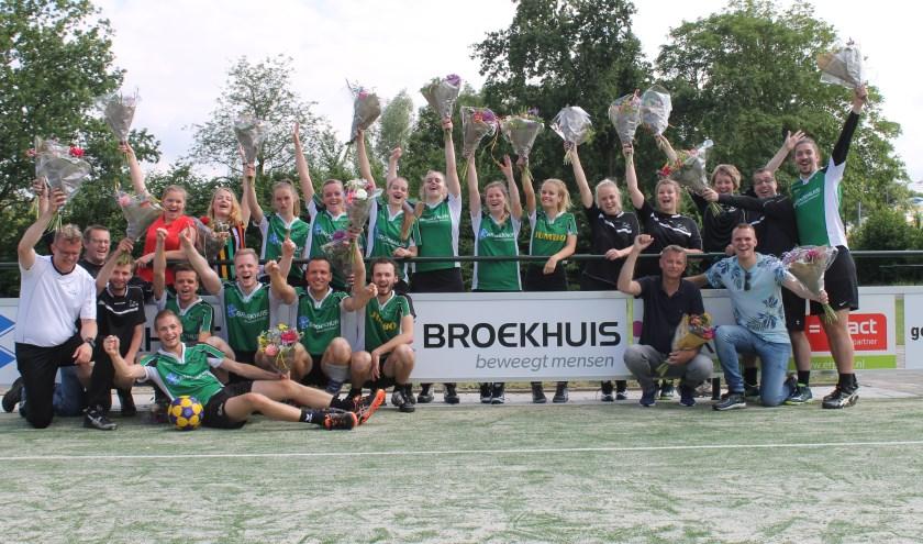 De kampioenen van KV Elburg bijeen.