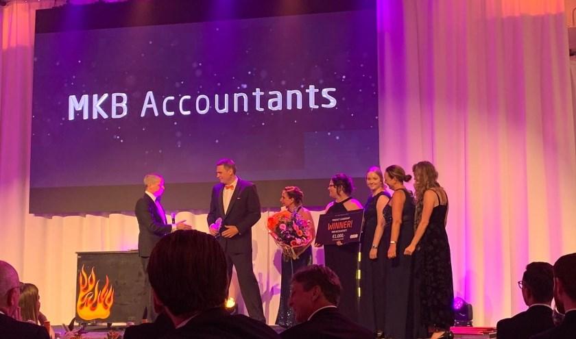 Geert Dreschler neemt met zijn Yuki-team de prijs in ontvangst.(Foto: MKB Accountants)