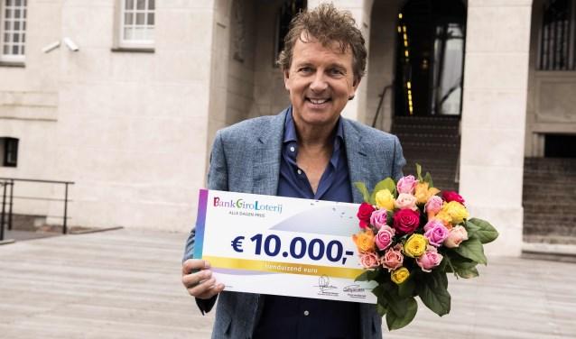 BankGiro Loterij-ambassadeur Robert ten Brink met 10.000 euro.