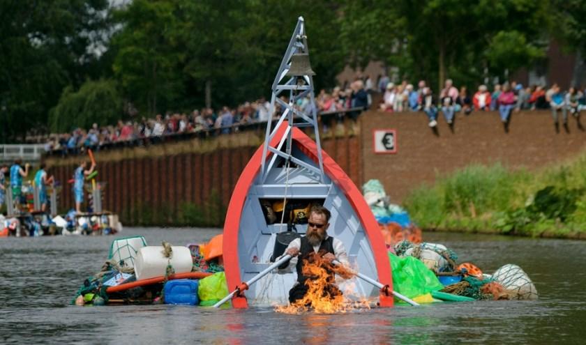Zinkend Schip, een van de deelnemers aan een vorige editie van Bosch Parade, een aanklacht tegen de plastic soep. Foto: Ben Nienhuis