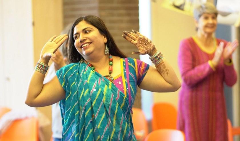 Als afsluiting van het seizoen verzorgt Stichting Intercultureel Vrouwencentrum Enschede (SIVE) in samenwerking met de bieb ook dit jaar een Midzomerfeest.