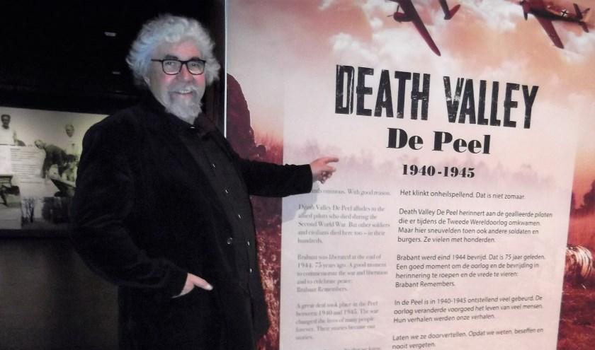 Auteur Piet Snijders bij de tentoonstelling over Death Valley De Peel in Museum Klok & Peel in Asten.