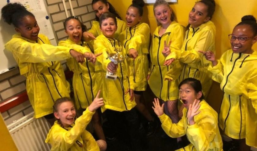 Dansschool Noes Fiolet geeft haar eindejaarsvoorstellingen op 22 en 23 juni in circustent naast de Studio.