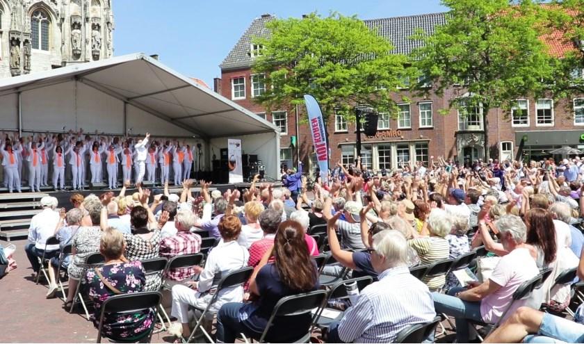 Re-flax maakt feestje op de Markt in Middelburg