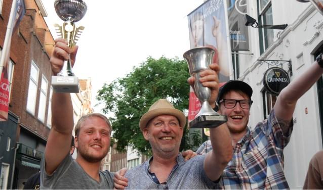 Blije winnaars van Jansen en Janssen.