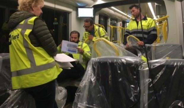 Foto's tonen de analyse van de remproeven en de CAF tram vlak voor vertrek vanaf de remise. Foto: Provincie Utrecht © Persgroep
