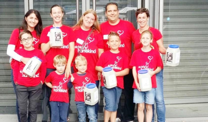 Het Dordtse collecteteam van de stichting Hartekind. (foto: pr)