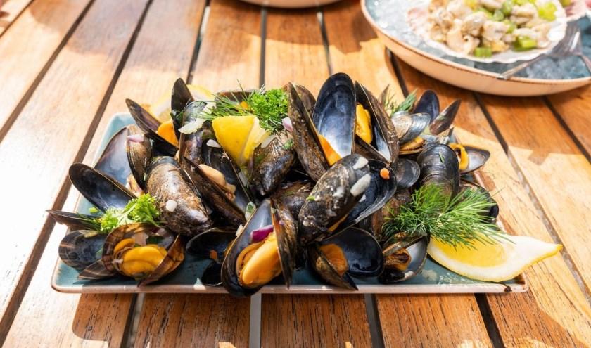 Eenvoudig genieten van verse Zeeuwse mosselen. FOTO: PR