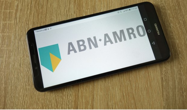 ABN AMRO in Zevenaar sluit de deuren, omdat steeds meer mensen hun bankzaken digitaal regelen. (foto: Shutterstock.com)