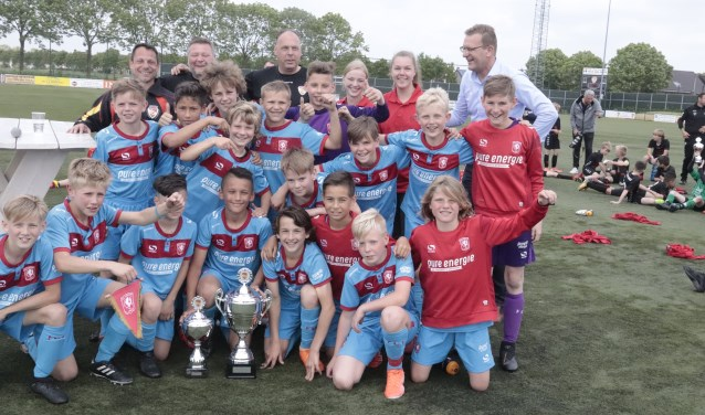 Fc Twente won de Plus Giel Smits wisselbeker bij het toernooi van Focus '07