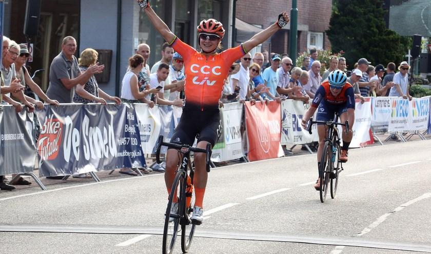 Met gemak liet Marianne Vos in Luyksgestel haar laatste concurrenten achter zich. Foto: Theo van Sambeek