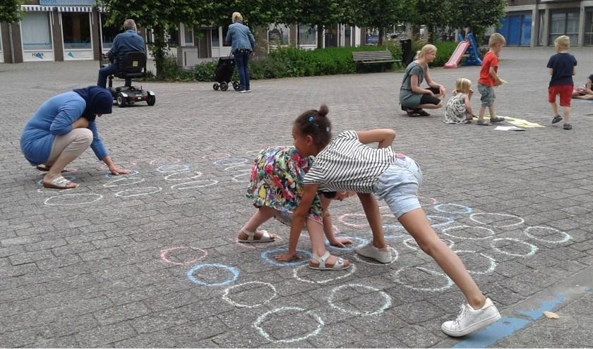 Gelukkig bleef het droog en vermaakten de kinderen zich uitstekend met verschillende spelletjes. Foto: Mimi van Rossem