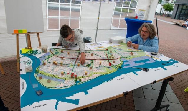 Nicky Smits (12) uit Papendrecht heeft een duidelijke toekomstvisie over zijn dorp (foto: Izaak van den Berg)