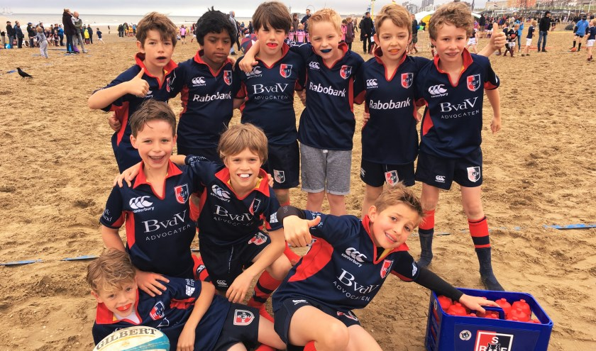 SRFC U10 team op Internationiaal Rugby Beach toernooi Scheveningen