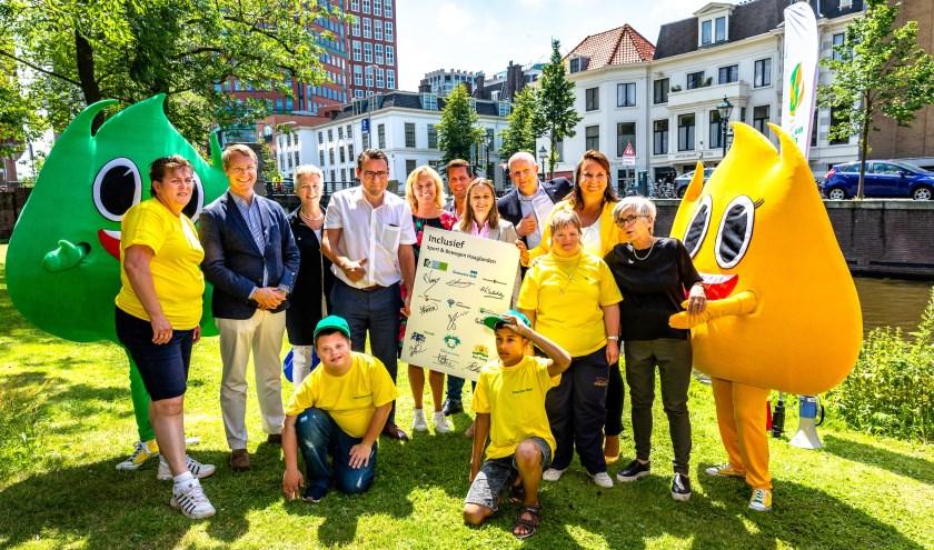 """Negen wethouders ondertekenen de intentieovereenkomst """"Inclusief – Sport & Bewegen Haaglanden"""". Foto: Ronald Speijer"""