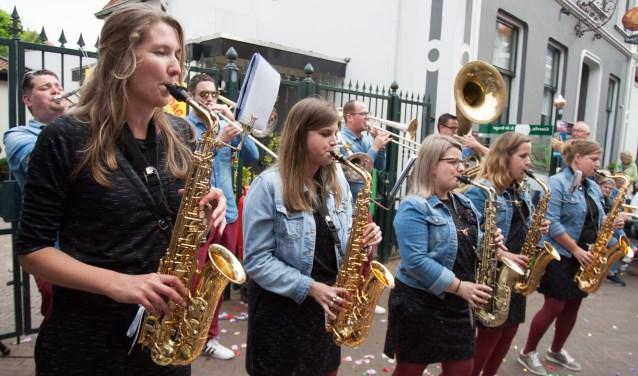 Deelname van vrouwen was opvallend veel op Dweilorkestendag in Groenlo.