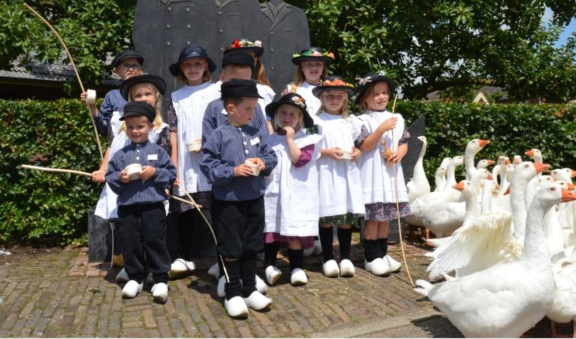 """De organisatie roept kinderen op in middeleeuws ogende kledij te komen: """"We kiezen hieruit een winnaar ganzenhoeden."""""""