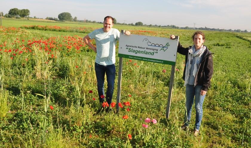 Secretaris Fons Biemans en voorzitter Ria Boons–van de Schoor van ANV Slagenland in het nieuwe leefgebied.
