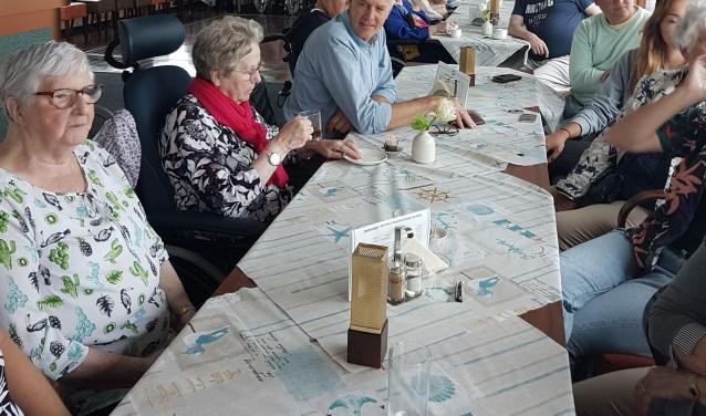 Met hart en ziel organiseert Fred Kuil de uitjes voor senioren. Er zijn zelfs al vriendschappen door ontstaan.  foto: Privé.