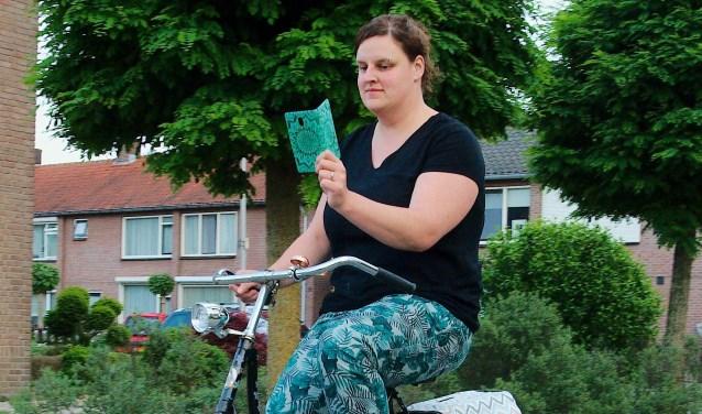 Appen op de fiets is vanaf 1  juli verboden. Als je wordt betrapt, kost het je 95 euro. (Foto: Gert Perdon)