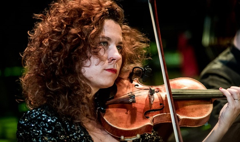 De aftrap van de serie wordt verzorgd door Maaike Peters, cello en Merel Jonker, viool.