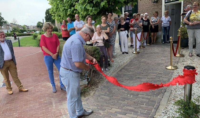 Wethouder Pim van Teffelen opende de nieuwe entree. (foto: eigen foto)