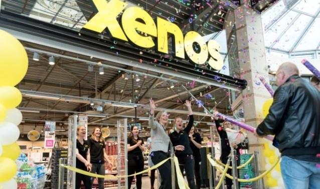 Bedrijfsleider Ylona opent samen met Xenos directeur Linda Keijzer de nieuwste winkel in Veldhoven.