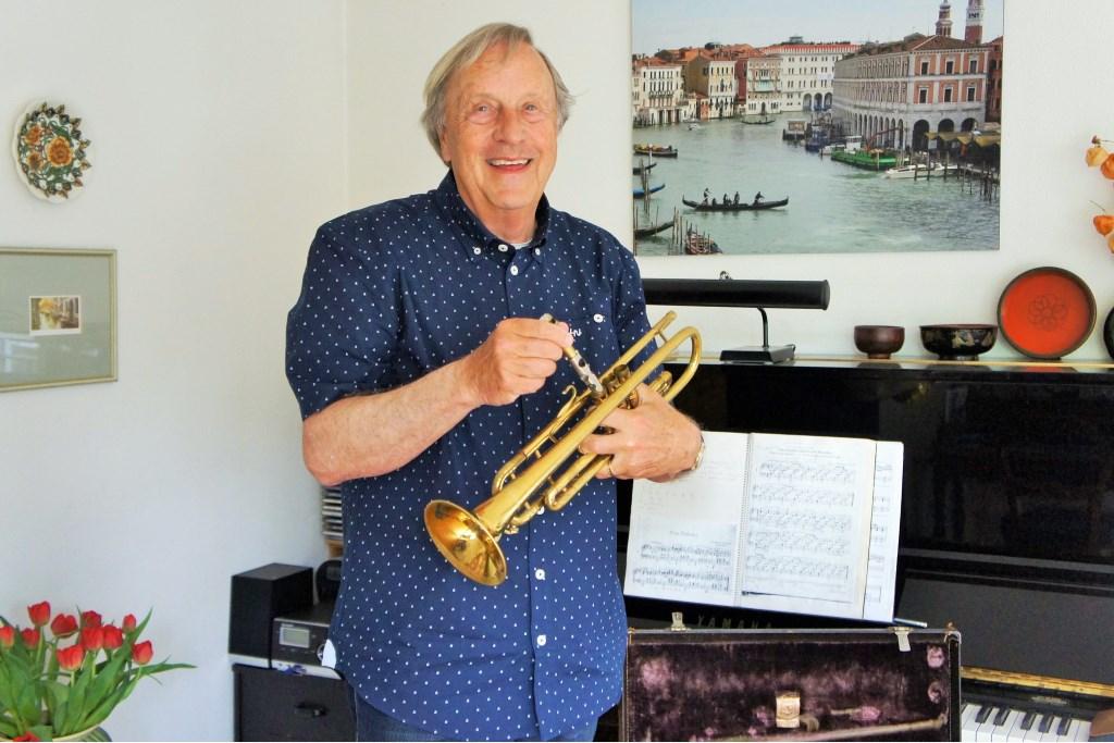 Zijn oudste trompetje wordt door Ries Jansen gekoesterd. Foto: Thea van der Raaf.