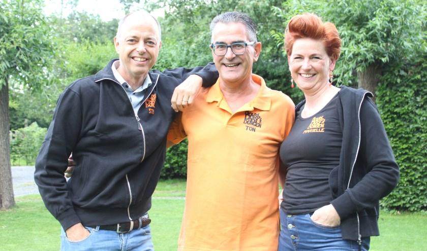 Stef, Ton en Mariëlle vieren met iedereen het 50-jarige Bouwdorp Den Dungen jubileum. Foto Wendy van Lijssel