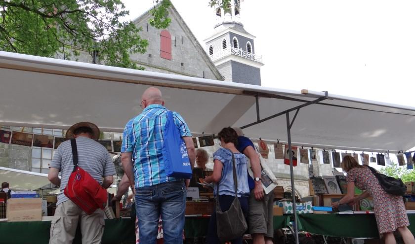 De Streekboekenmarkt vindt dit jaar weer op het Kerkplein in Ootmarsum plaats.