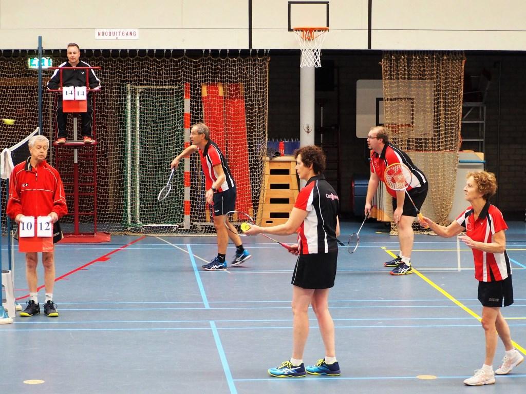 Bij de Badminton Club Holten zijn teams die op hoog niveau spelen,  maar ook recreatieve teams. Foto: Badminton Club Holten © Persgroep