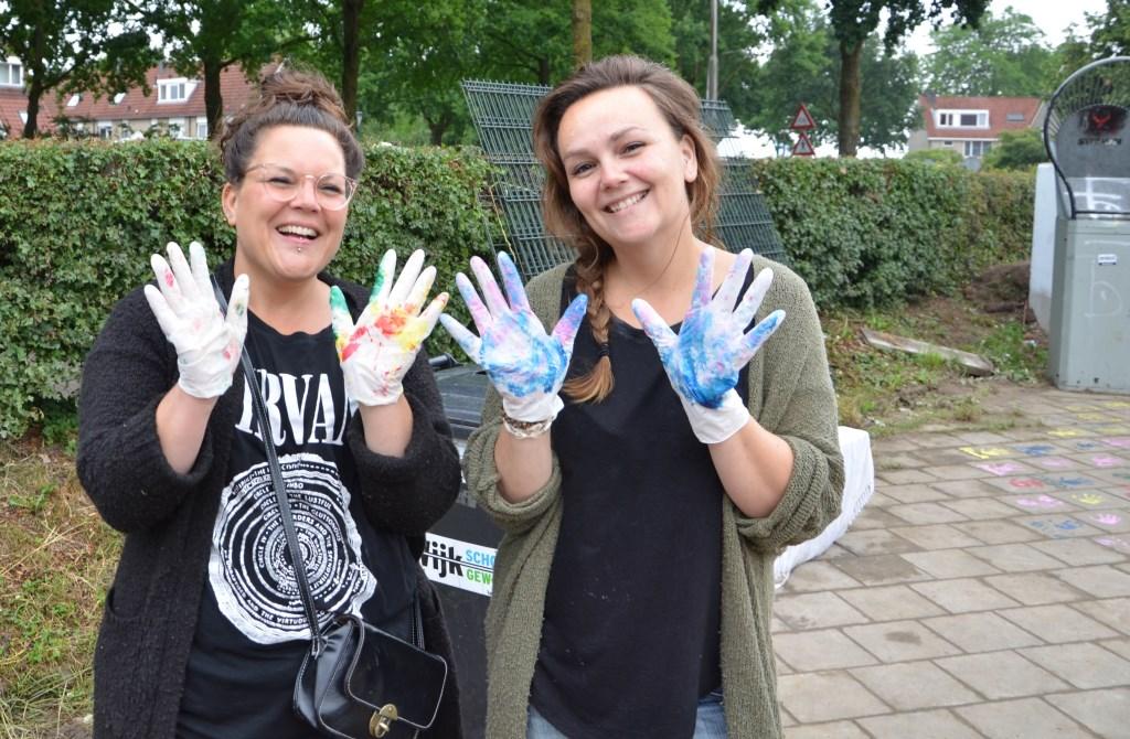 Het Eigenwijks Speelpark is van, voor en door de kinderen ontstaan. Om dat te benadrukken hebben ze zelf hun handtekening (handafdruk + tekst) bij de ingang van de pumptrack gezet.  © Persgroep