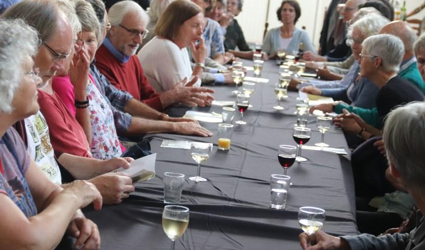 Het diner liet nog even wachten, maar de borrel smaakte ook bij het 5-jarig jubileum van de Roos van Culemborg