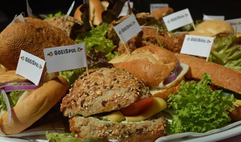 GoeiSpul is de lunchservice van Leerwerkcentrum De Werkcarrousel met lunchservice, worstenbroodjes en eigengemaakte cadeauartikelen. Twintig Quiet-members konden er onlangs van genieten.
