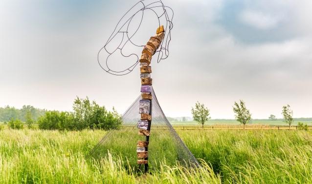 De Latissimus Dorsi van het gelegenheidsduo Kitty van der Veer en Joël Bonk torent boven het landgoed uit. (FOTO: Michiel Grootendorst)