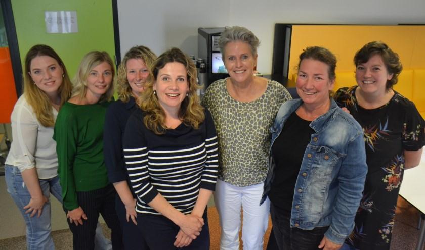 Clémence Ross-van Dorp met mantelzorgconsulenten en clustermanager MEE Mantelzorg. (foto: pr)