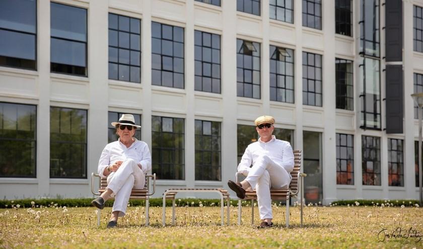 De initiatiefnemers van Dinner in White, Cliff Bussman en Jan van der Linden.