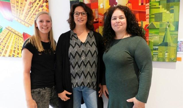 Lieke Kuijer,Mariëlle Berndt enNadia M'jouel (vlnr) tekenen voor de kunstzinnige invulling van deze open dag.