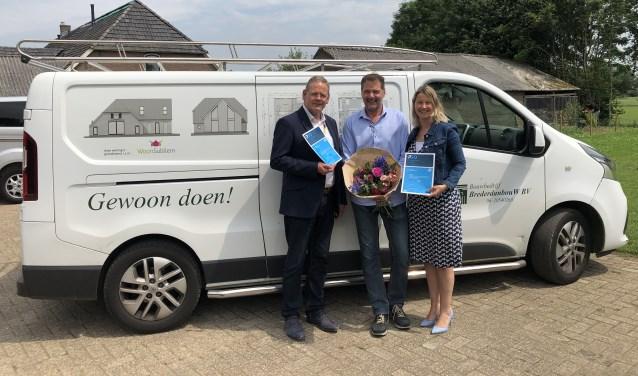 Herman Roord (directeur Stichting GelreWerkt!), Hans Bosveld van bouwbedrijf BrederDanBouw en Laura Werger (voorzitter van Stichting GelreWerkt!).