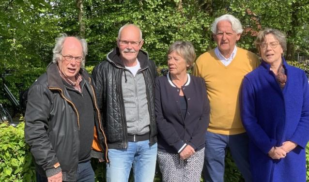 vlnr Rudi Gnirp Nico Scheerder, Netty Ruygh, Frans Burgering en Maria Bakker die samen de Kloostervaarten organiseerden (Foto: Waterlijn)